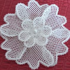 This Pin was discovered by Bah Thread Crochet, Filet Crochet, Hobbies And Crafts, Diy And Crafts, Needle Lace, Stitch Patterns, Needlework, Alphabet, Blanket