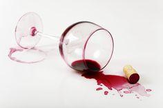 8 DICAS ESSENCIAIS PARA RECUPERAR A CASA DEPOIS DAS FESTAS Mancha de vinho no estofado, cheiro de cigarro que insiste em ficar... Confira algumas dicas para colocar a casa em ordem depois das comemorações