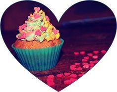 Cupcake Choco/pomme chantilly arc-en-ciel   La recette --> http://mllecupcake.e-monsite.com/pages/recettes/cupcakes-pomme-chocolat.html  Le blog --> http://mllecupcake.e-monsite.com/  Le page fb --> https://www.facebook.com/MlleCupcakeemonsite?fref=ts