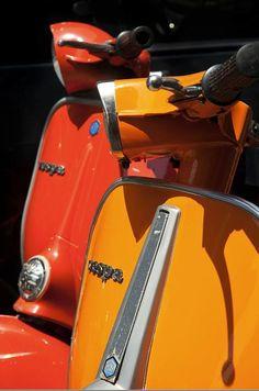 Vespa in shades of orange. Scooters Vespa, Motos Vespa, Piaggio Vespa, Lambretta Scooter, Motor Scooters, Vintage Vespa, Vintage Italy, Honda Shadow, Brompton