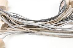 Lampy z kablami w bawełnianych oplotach http://kolorowekable.pl/6-kable-jednokolorowe
