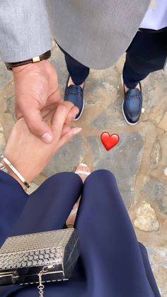 Cute Muslim Couples, Cute Couples Kissing, Cute Couples Goals, Romantic Couples, Girly Images, Girly Pictures, Cute Couple Pictures, Love Photos, Classy Couple