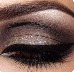 Pretty Holiday Eye Make up