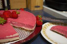Raw Vegan Summertime Strawberry Cheezecake Recipe Inspiration, Strawberry Cheesecake, Dessert Recipes, Desserts, Raw Vegan, Summertime, Fish, Drink, Eat