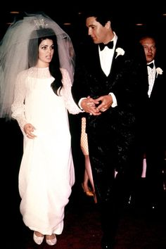 Priscilla Presley Priscilla Beaulieu wore a dress of her own design when she married Elvis Presley in May 1967 - also in Las Vegas. Their daughter, Lisa Marie, was born in 1968 and they divorced five years later in Celebrity Wedding Photos, Celebrity Wedding Dresses, Celebrity Weddings, Famous Wedding Dresses, Wedding Dress Pictures, Wedding Gowns, Wedding Venues, Elvis Y Priscilla, Priscilla Presley Wedding
