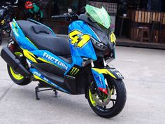 Honda Pcx, Yamaha Scooter, Scooter Custom, Motor Scooters, Bike Design, Cars And Motorcycles, Motorbikes, Motors, Decals