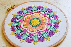 עבודה מרהיבה של טל קונקי על הדפס מוניטה Luxury Closet, Embroidery, Diys, Crafts, Craft Ideas, Art, Simple Embroidery, Mandalas, Tejidos