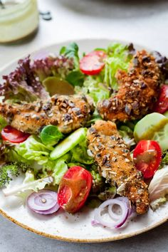 Delicious salad, featuring crispy and juicy chicken, crusted with pumpkin seeds, lots of fresh veggies and pumpkin seed oil-based dressing. Best Salad Recipes, Delicious Recipes, Chicken Pumpkin, Crusted Chicken, Breaded Chicken, Other Recipes, Chicken Salad, Quick Easy Meals, Veggies