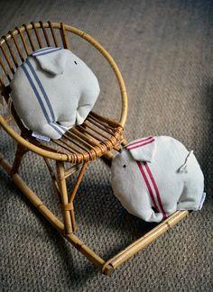 """Petit coussin """"éléphanteaux"""" par Madame Cax. Smal cushion """"baby elephant"""" by Mme Cax"""
