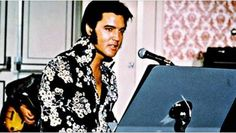 American singer and actor Elvis Presley on the set of Elvis: That's the Way It Is, directed by Denis Sanders. Get premium, high resolution news photos at Getty Images Elvis Presley Graceland, Elvis Presley Records, Graceland Mansion, Elvis Presley House, Elvis Presley Photos, Memphis, Rare Elvis Photos, Rare Photos, Rock N Roll