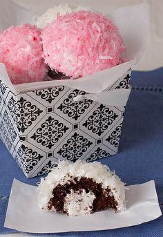 Homemade Sno-Balls - 7 Snack Cake Recipes to Try at Home . Sweet Recipes, Cake Recipes, Dessert Recipes, Yummy Recipes, Just Desserts, Delicious Desserts, Yummy Food, Cupcakes, Cupcake Cakes