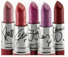One Direction makeup collection I have the louis lipstick louis lipgloss and the louis nail polish One Direction Makeup, One Direction Merch, I Love One Direction, Direction Quotes, Purple Lipstick, 1d And 5sos, Kiss You, Makati, Makeup Collection