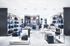 세련되고 심플한 디자인의 투미 tumi 제품을 갤러리아명품관 WEST 5층에서 만나보실수 있습니다.