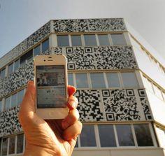 Sååå 2012... En kommunicerande fasad med QR-koder som leder till aktuella evenemang och nyheter.  Arkitektur och bild från www.mvrdv.nl