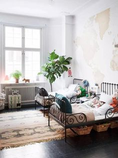 Why have a shared kids bedroom unless you really needed to right? Well there are many positives for having a shared kids bedroom. Both for kids and parents!