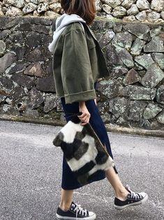 ショート丈が可愛いジャケット♡ フード付きで取り外せるんです タイトなデニムスカートで カジ