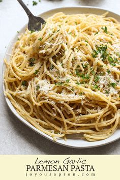Lemon Garlic Parmesan Pasta - Easy, quick and light spaghetti pasta dish, perfect as a side or a main dish! Perfect for a summer dinner or lunch, cookout or parties. Save well as leftovers and great for meal prep as well! #pasta #easy #spaghetti #easy #quick #lemon #garlic #parmesan #pasta #summer #sidedish #main #dinner #lunch #mealprep #joyousapron #recipe