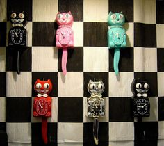 Lots of creepy Kit Cat clocks Kit Kat Clock, Cat Clock, Cool Clocks, Cat Products, Amazing Decor, Tic Tac, Baby Cribs, Crazy Cat Lady, Vintage Accessories