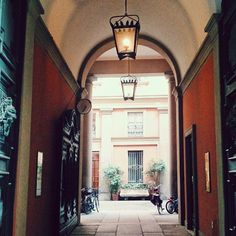 Brera. It's all about pretty courtyards - Instagram by travelita