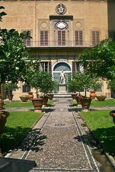 Palazzo Medici Riccardi, Guid'Antonio and Lorenzo have an important private conversation here.