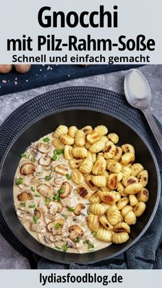 Creamy mushroom cream sauce with gnocchi, recipe - Are you looking for a very simple and quick recipe for the end of the day? Then this Gnocchi dish w - Pesto Vegan, Mushroom Cream Sauces, Mushroom Recipe, Pesto Pasta, Evening Meals, Dinner Recipes, Food And Drink, Tasty, Lunch