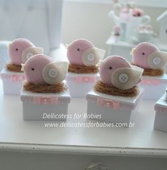 ... Felt Crafts Diy, Felt Diy, Crafts For Kids, Newborn Gifts, Baby Gifts, Homemade Baby Shower Favors, Bird Party, Baby Shawer, 1st Birthday Girls
