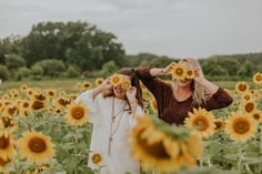 a gorgeous senior session in northern mi Sunflower Feild, Sunflower Field Pictures, Pictures With Sunflowers, Sunflower Pics, Sunflower Field Photography, Photo Couple, Couple Pictures, Best Friend Pictures, Friend Pics