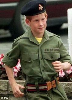 The day Prince Charles told Harry that James Hewitt was not his father to end the cruel gossip Prince William And Harry, Prince Harry And Megan, Prince Charles, Lady Diana Spencer, Diana Son, Princess Diana Family, Prince And Princess, Princess Meghan, Princesa Diana