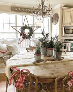 Looking for for inspiration for farmhouse christmas tree? Check this out for cool farmhouse christmas tree images. This cool farmhouse christmas tree ideas seems to be absolutely fantastic. Noel Christmas, Winter Christmas, Christmas Crafts, Christmas Decorations, Tree Decorations, Christmas Design, Classy Christmas, Natural Christmas, Snowman Crafts