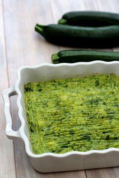 Une belle façon de revisiter le hachis parmentier, en l'allégeant un peu et en permettant de manger des légumes presque incognito ! Nous aimons beaucoup la courgette à la maison, ma fille de 2ans y compris, c'est un légume très doux qui passent bien,...