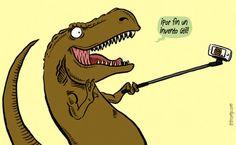 '¡Por fin un invento útil!'. Llega tarde el invento, pero losTyrannosaurus rex hubieran podido hacerse un selfie y solucionar su problema de brazos cortos lol  #humor #risa #imagenesdivertidas