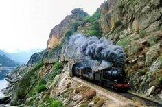 A história dos caminhos de ferro em Portugal reveste-se de uma elevada importância para o conhecimento da evolução histórica deste país, a partir de meados do século XIX. O desenvolvimento operado no país nos séculos XIX e XX fica a dever-se, no âmbito das vias de comunicação, maioritariamente ao meio ferroviário.  As primeiras tentativas para a implementação deste meio de transporte iniciaram-se da Década de 18402 , embora as obras da primeira ligação ferroviária só se tenham iniciado em…
