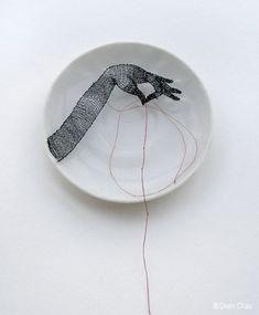 Hand / Porcelain plate, silk, thread - Diem Chau