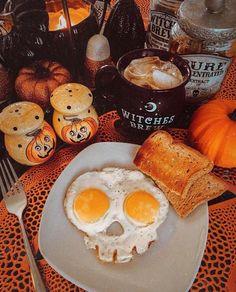 Casa Halloween, Halloween Bedroom, Spooky Halloween, Halloween Treats, Happy Halloween, Halloween Party, Halloween Decorations, Spooky Spooky, Halloween Breakfast