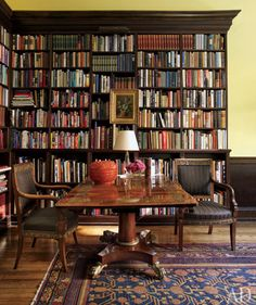 New York City decorator Thomas Jayne restored a house in Philadelphia to its former glory. In the library, where French Empire chairs flank an English Regency table, the bookshelf also serves as a backdrop for art. Home Library Bookshelf Design Photos Library Room, Dream Library, Library Center, Library Table, Cozy Library, Bookshelf Design, Bookshelves, Design Desk, Bookshelf Ideas