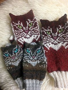 Ravelry: Double Cat pattern by Natalia Moreva Knitted Mittens Pattern, Knitted Cat, Fingerless Gloves Knitted, Knit Mittens, Knitting Socks, Hand Knitting, Knitting Charts, Knitting Patterns, Knitting Ideas