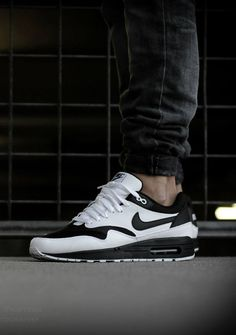 Black and White Nike Air Max..!!!