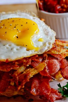 Potato Rösti, Bacon & Egg stacks with Tomato relish #Recipe #breakfast