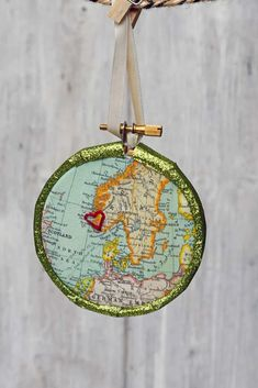 A great handmade gift idea for those with wander lust a personalized map bauble of there favorite place. Add a touch of embroidery to make it an even more special keep sake Christmas Ornament. #handmadechristmas Handmade Ornaments, Handmade Christmas, Christmas Ornaments, Handmade Gifts, Online Graphic Design, Graphic Design Tools, Beautiful Butterfly Images, Printable Fabric, Map Fabric