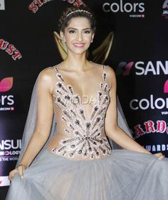 Sonam Kapoor at the red carpet of Stardust Awards 2016.