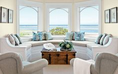 Banquette seating area in a living room. Kotzen Interiors.