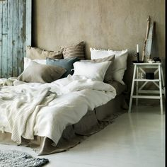 Linen bed - love all of the colors here too!