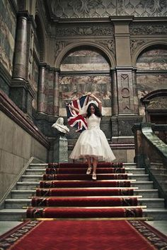 Looking for that dramatic impact? Check out this bride! Sheffield Town Hall, English Girls, British Wedding, British Things, Ivy Style, Let's Get Married, Grand Staircase, English Style, Union Jack