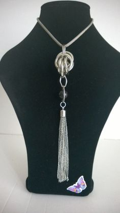 Vintage / Retro Style Pendant with Silver Coloured Metal Chain