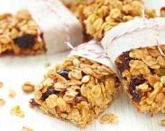 Barres de céréales aux flocons d'avoine, figues et citron : http://www.fourchette-et-bikini.fr/recettes/recettes-minceur/barres-de-cereales-aux-flocons-davoine-figues-et-citron.html