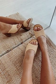 Scoop Woven Mules - Heels by Sabo Skirt Winter Fashion Outfits, Fashion Shoes, Autumn Fashion, Hijab Fashion, Sneaker Outfits, Sneakers Mode, Hype Shoes, Sabo Skirt, Mode Inspiration