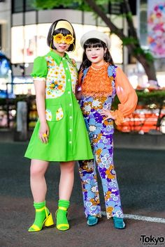 tokyo-fashion: Japanese students Lisa and Mituoka on the street in Harajuku wearing colorful retro-inspired styles with vintage fashion floral prints flower glasses and neon accents. Full Looks inspiration Tokyo Street Fashion, Tokyo Street Style, Japanese Street Fashion, Japan Fashion, India Fashion, Harajuku Girls, Harajuku Fashion, Kawaii Fashion, Cute Fashion