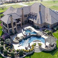 Gorgeous home exterior. Big mansion with back yard pool Hinterhof Ideen Luxus 22 Best Luxury Living Room Ideas - fancydecors Dream Home Design, My Dream Home, House Design, Dream House Plans, Floor Design, Dream Big, Future House, Design Exterior, Dream Mansion