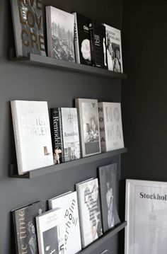 The exhibitor library (and more black walls . - Now that we have overcome the black walls yes or no black walls, we go with possible ideas on how t - Diy Décoration, Black Walls, Handmade Home, Interior Design Inspiration, Room Inspiration, Home And Living, Living Room, Home Staging, Interior And Exterior