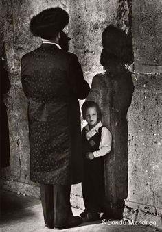 reinopin: In His Fathers Shadow © Sandu Mendrea